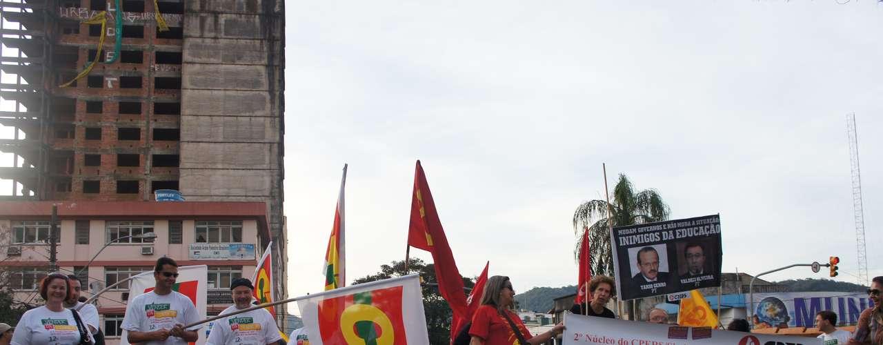 Santa Maria - Entre os mais de 15 sindicatos representandos, havia também alguns integrantes de partidos como Psol e PSTU. De acordo com o Sindicato dos Bancários, 11 agências ficaram de portas fechadas