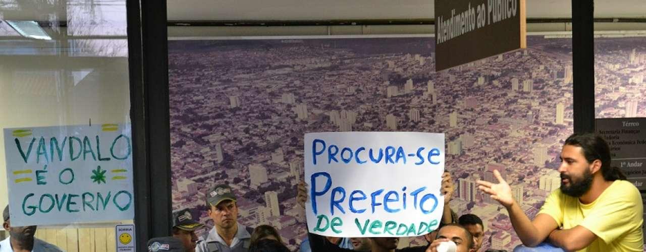 Bauru - Encabeçam o movimento integrantes do grupo Bauru Acordou, dos Trabalhadores Sem Terra (MST), além de estudantes da Universidade Estadual Paulista (Unesp) e de representantes sindicais