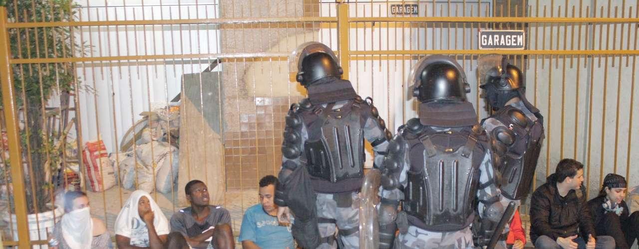 Rio de Janeiro - Grupo também protestou na avenida Chile