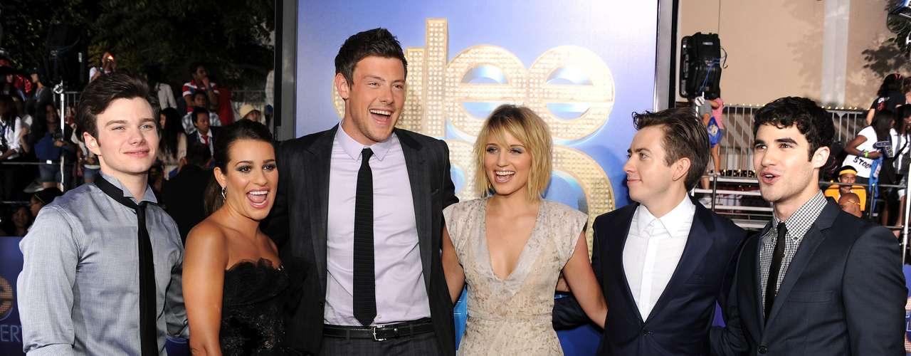 O ator com os amigos do elenco de Glee, em agosto de 2011