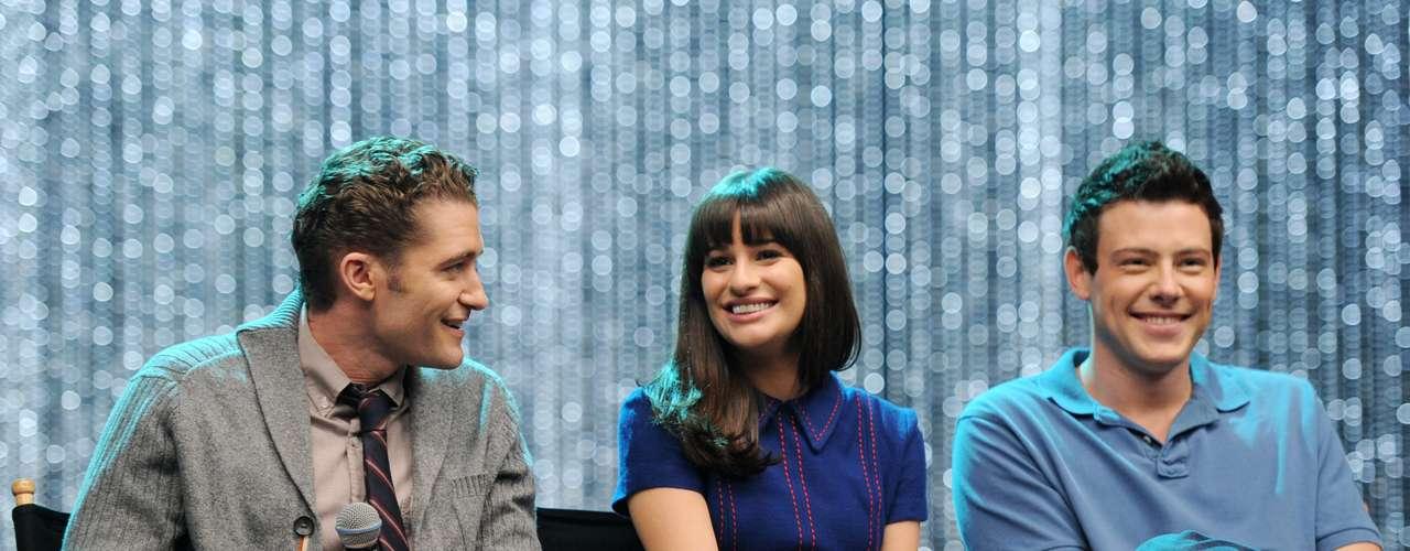 Cory Monteith (à dir) comMatthew Morrison eLea Michele em divulgação de 'Glee', em outubro de 2011