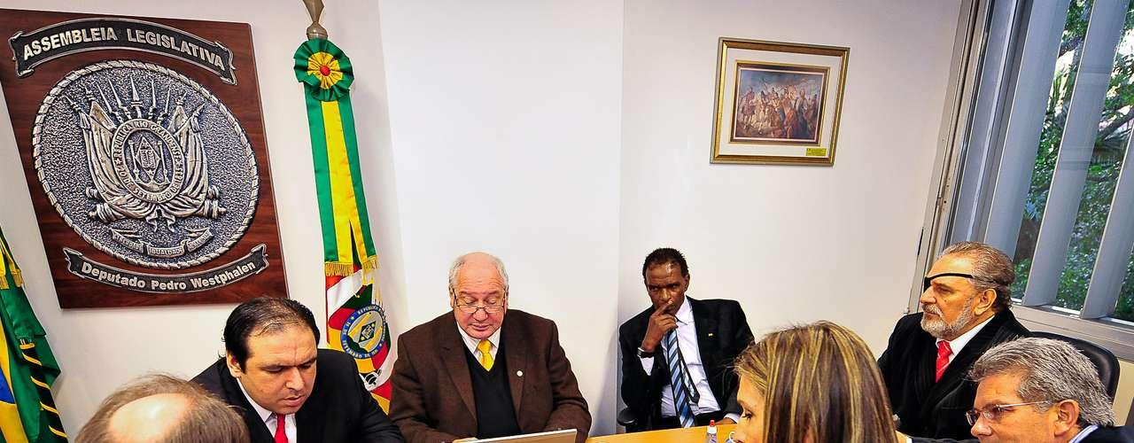 15 de julho Vereadores Thiago Duarte, Professor Garcia, Tarciso Flecha Negra, Bernardino Vendrusculo, Brasinha e Mônica Leal pedem ajuda à Assembleia Legislativa