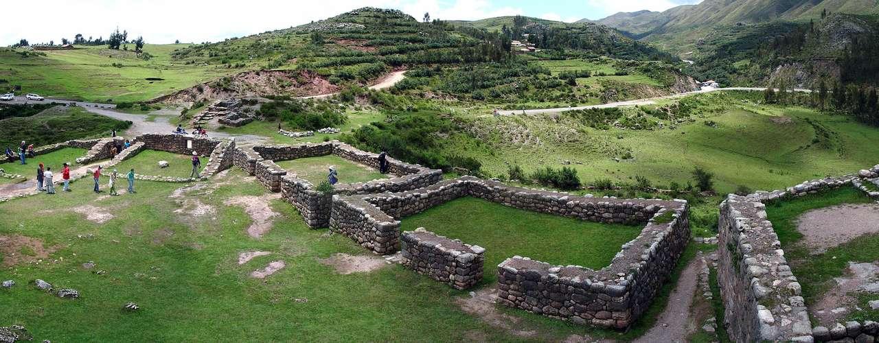Esse antigo forte militar possui praças, canais e terraços