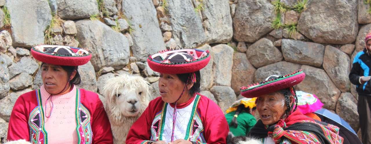 Lhamas e alpacas também são encontradas no local
