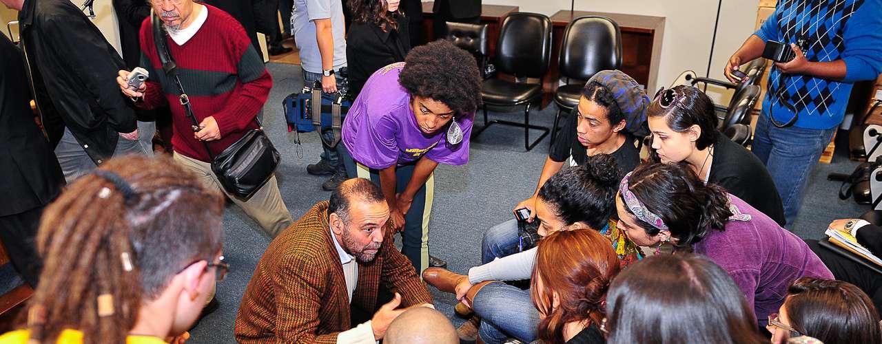 17 de julhoManifestantes debatem durante audiência de conciliação com vereadores de Porto Alegre