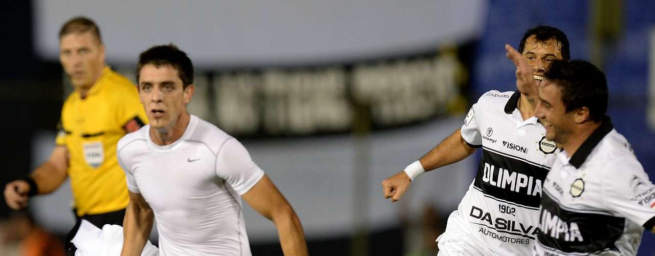 Jogando com a força da torcida no Estádio Defensores del Chaco, o Olimpia conseguiu importante vantagem na final da Copa Libertadores: fez 2 a 0 no Atlético-MG; veja