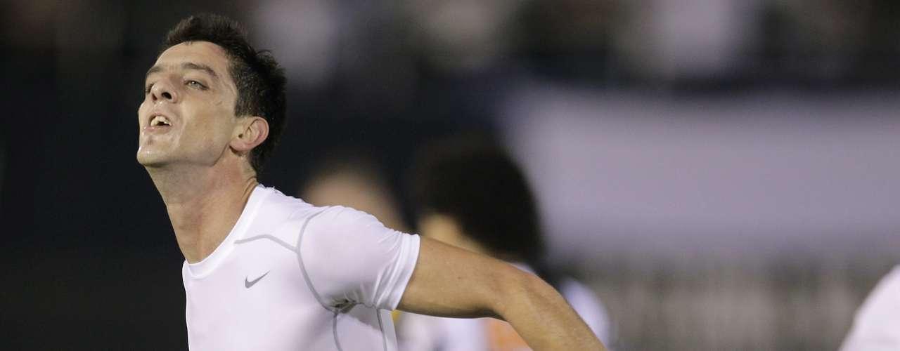Alejandro Silva tirou a camisa do Olimpia ao comemorar gol no primeiro tempo