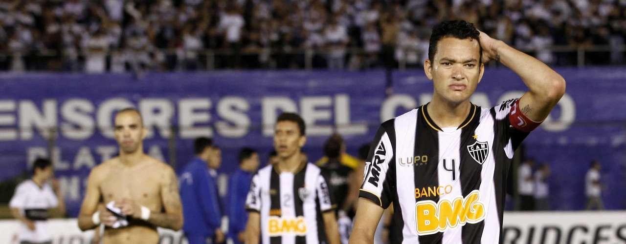 Jogando em Assunção, o Atlético-MG não resistiu à pressão do Olimpia e levou 2 a 0 na partida de ida da final da Copa Libertadores