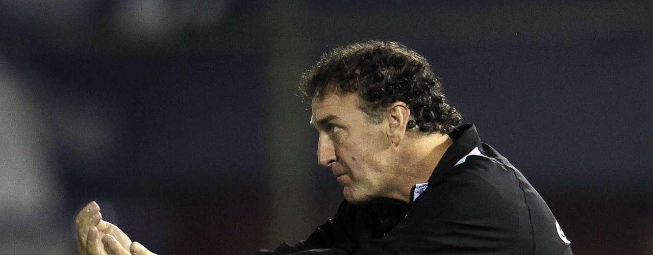 Cuca não escondeu a insatisfação com o primeiro tempo do Atlético-MG em Assunção