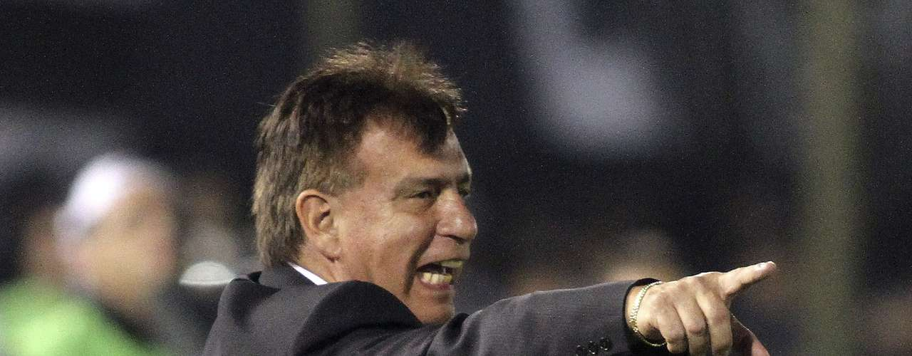 Ever Almeida orienta Olimpia na final contra o Atlético-MG