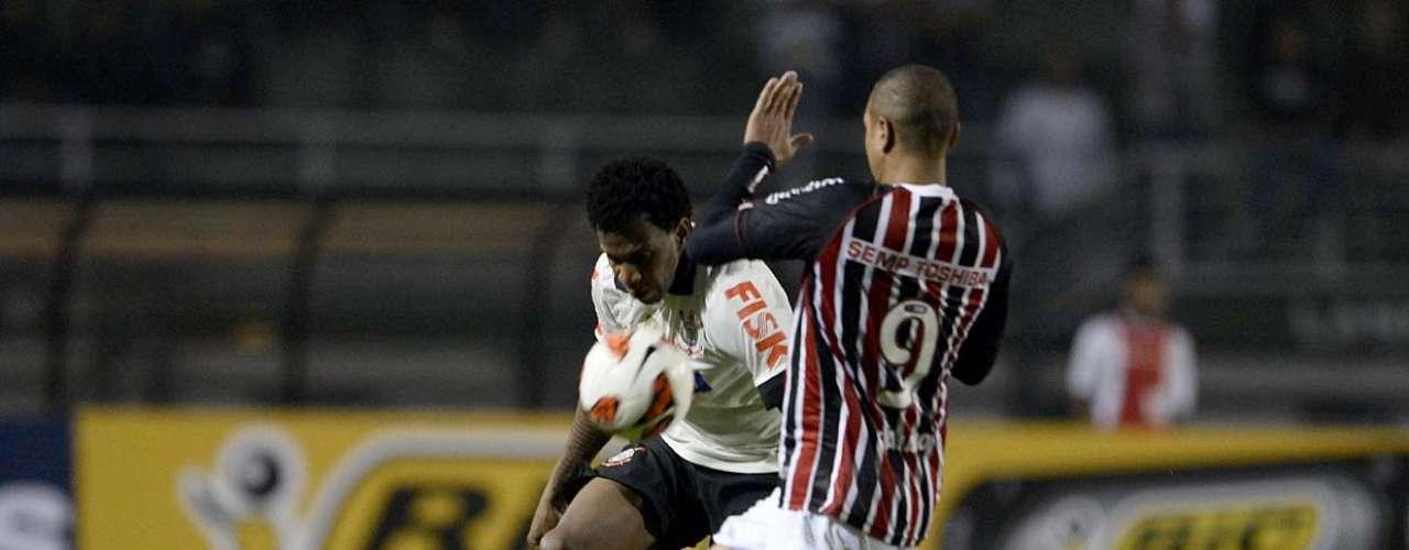 Em confronto de atacantes, Romarinho levou a melhor sobre Luís Fabiano