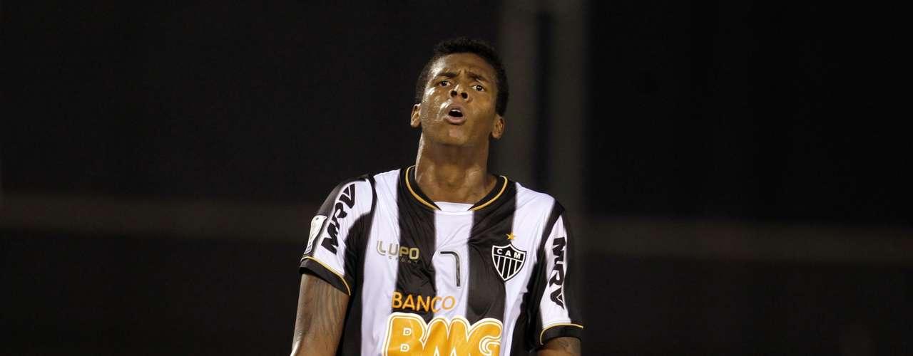 Jô lamenta lance perdido pelo Atlético-MG no Estádio Defensores del Chaco