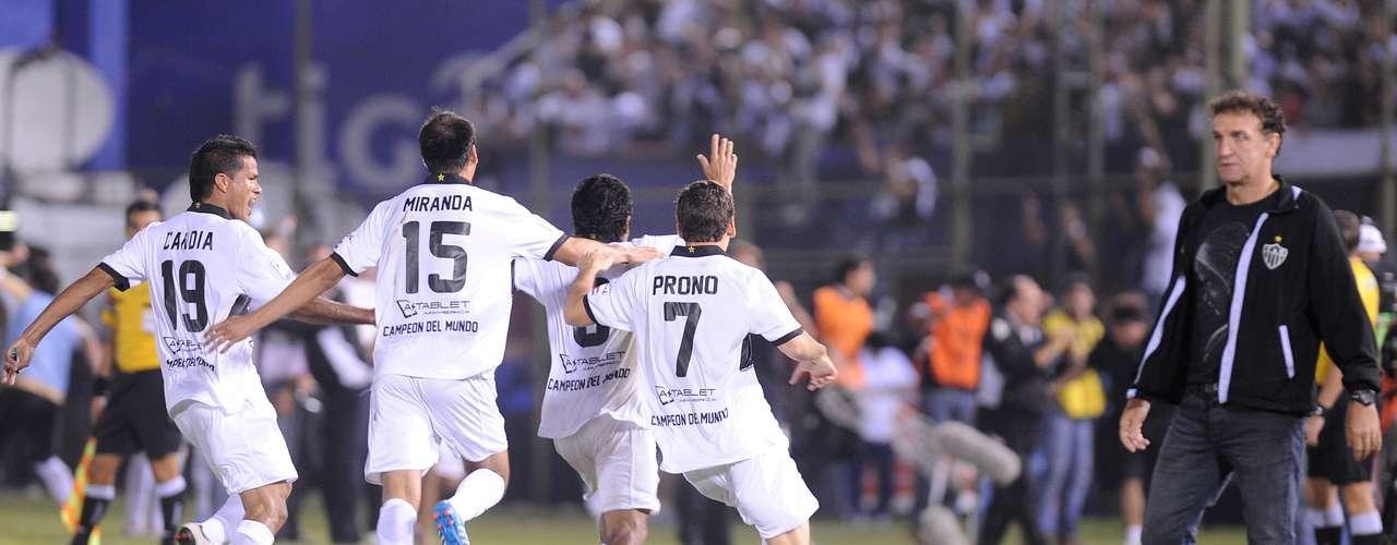 Vitória por 2 a 0 dá ao Olimpia vantagem de poder perder até por um gol de diferença em Belo Horizonte