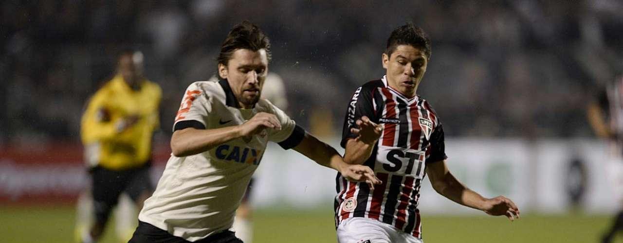 Corinthians e São Paulo se encontraram na noite desta quarta-feira no Estádio do Pacaembu