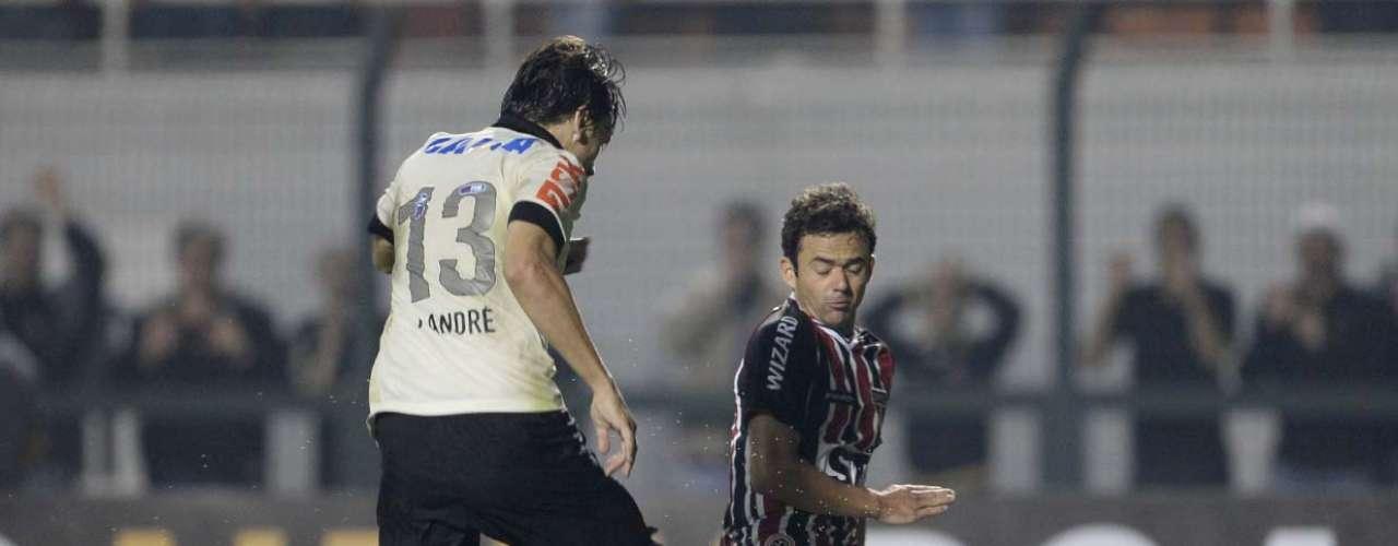 Bastante criticado, lateral esquerdo Juan sofreu para cobrir espaços