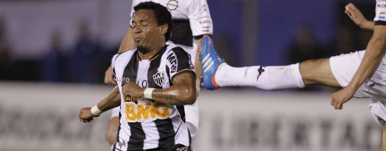 Rosinei entrou no segundo tempo na vaga de Ronaldinho