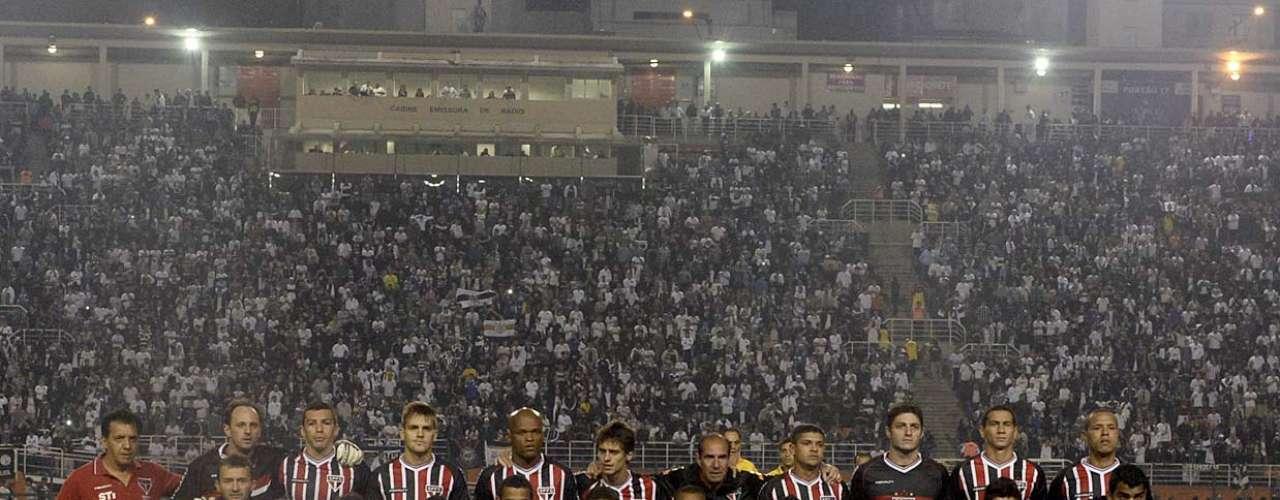 Campeão da Copa Sul-Americana, São Paulo enfrentou o Corinthians, campeão da Copa Libertadores