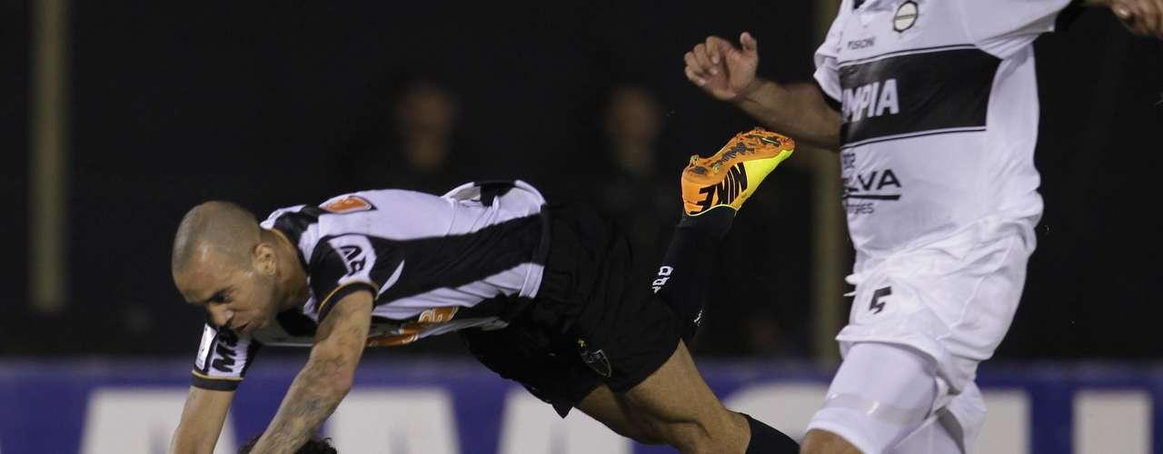 Tardelli teve duas grandes chances no primeiro tempo; em uma delas, foi travado pelo goleiro Martín Silva