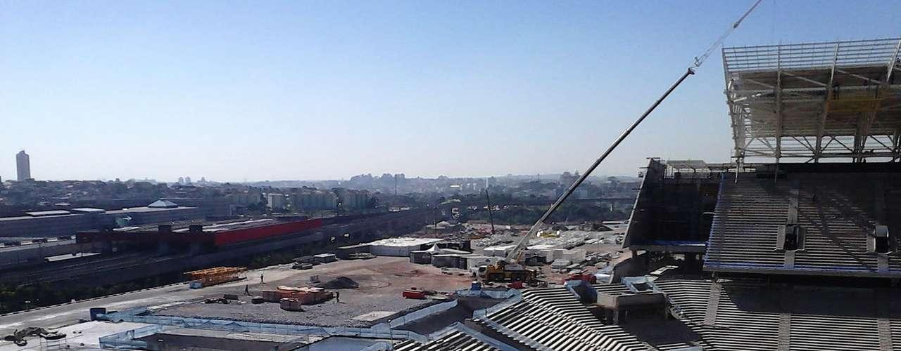 17de julho de 2013 -Para garantir proteção à estrutura, uma manta impermeável será colocada ao final das demais camadas