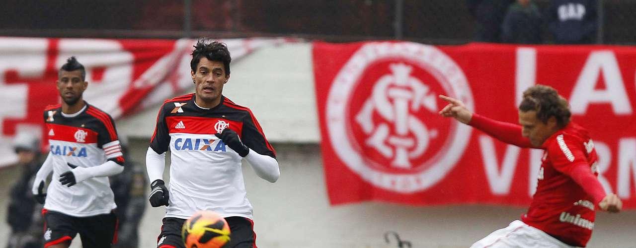 Forlán teve a melhor chance de gol do Inter no primeiro tempo