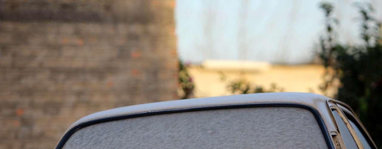 21 de julho -O frio intenso da madrugada fez com que carros ficassem cobertos por uma camada de gelo em Sant'Ana do Livramento (RS). Os termômetros registraram 2ºC e a previsão é de que uma onda de frio derrube ainda mais a temperatura durante a semana