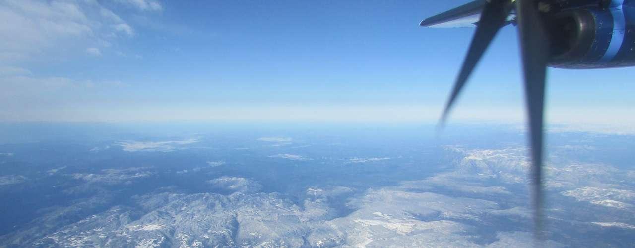 23 de julho - Neve no morro do Cambirela gerou brincadeiras nas redes sociais e local foi comparado com os alpes suíços
