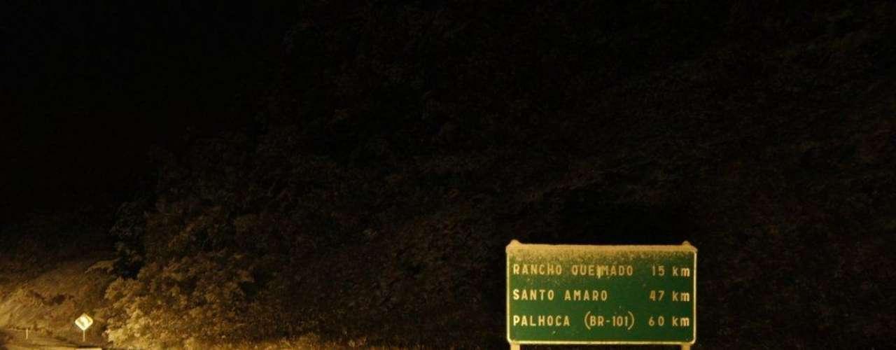 22 de julho - Em Santa Catarina, a BR-282 foi fechada entre os kms 60 e 90 (Rancho Queimado a Alfredo Wagner), por volta das 21h30 devido à grande quantidade de neve que caiu na região