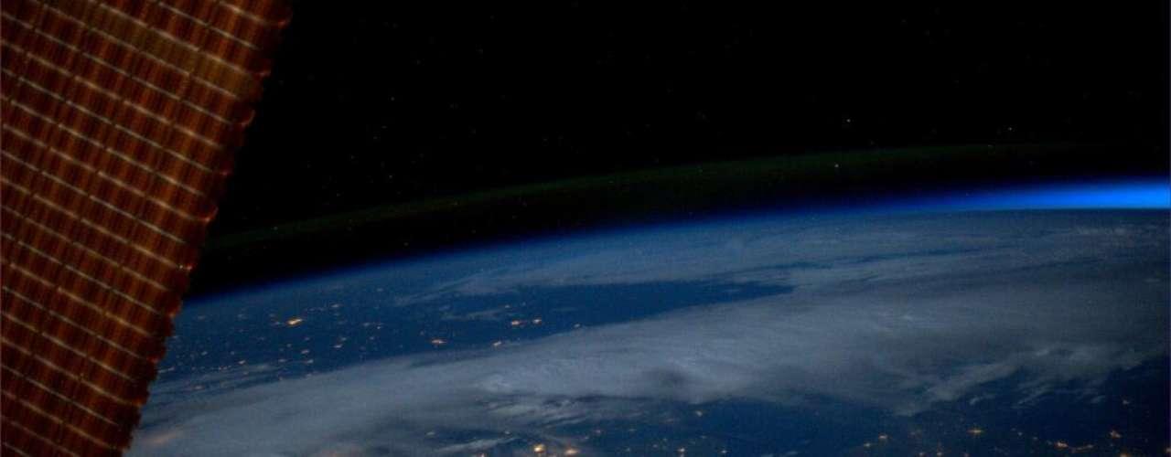 A astronauta Karen L. Nyberg registrou do espaço algumas cidades na América do Norte \