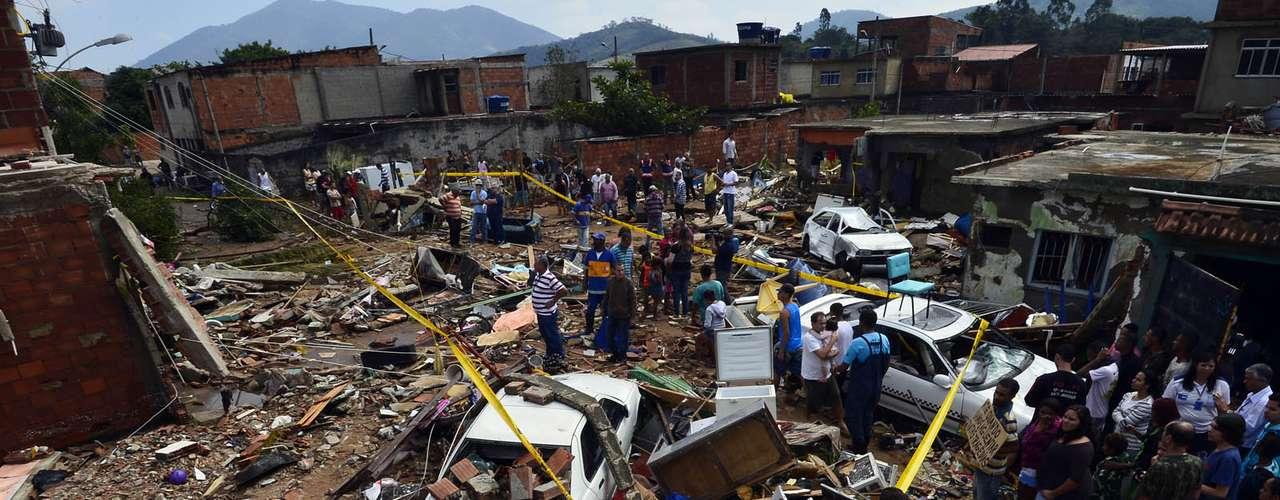 Rompimento de adutora na zona oeste do Rio de Janeiro causou morte e destruição nesta terça-feira