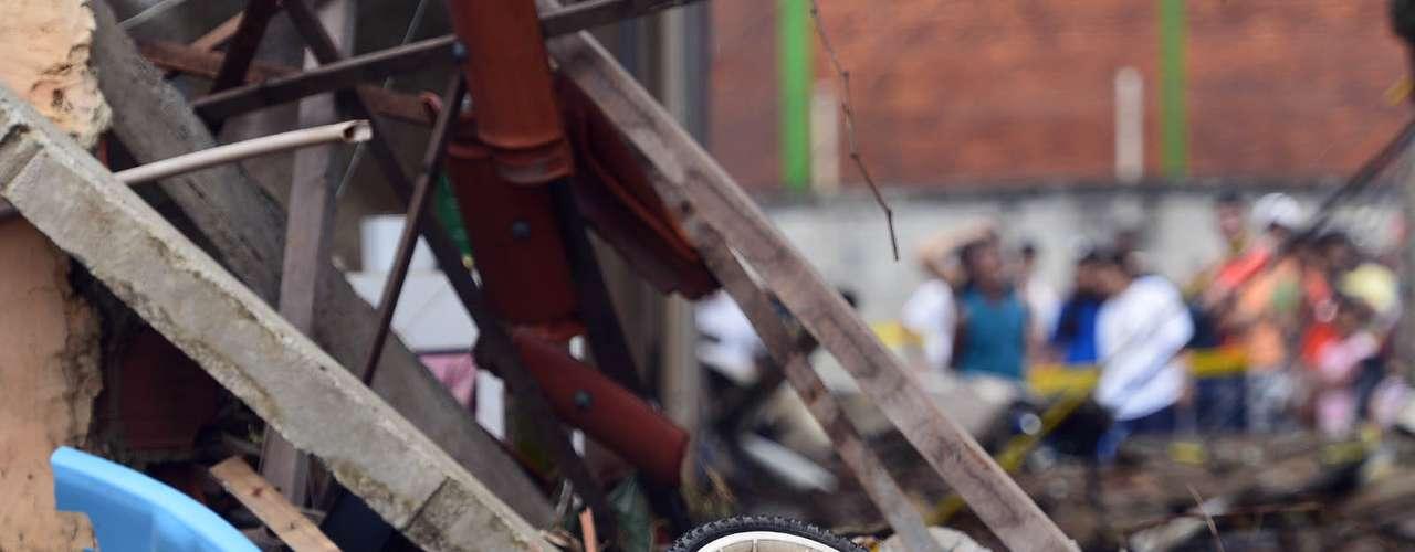 De acordo com o coronel Sérgio Simões, secretario estadual de Defesa Civil, o rompimento da adutora teve um efeito semelhante ao ocorridona região serrana do Rio na tragédia de 2011