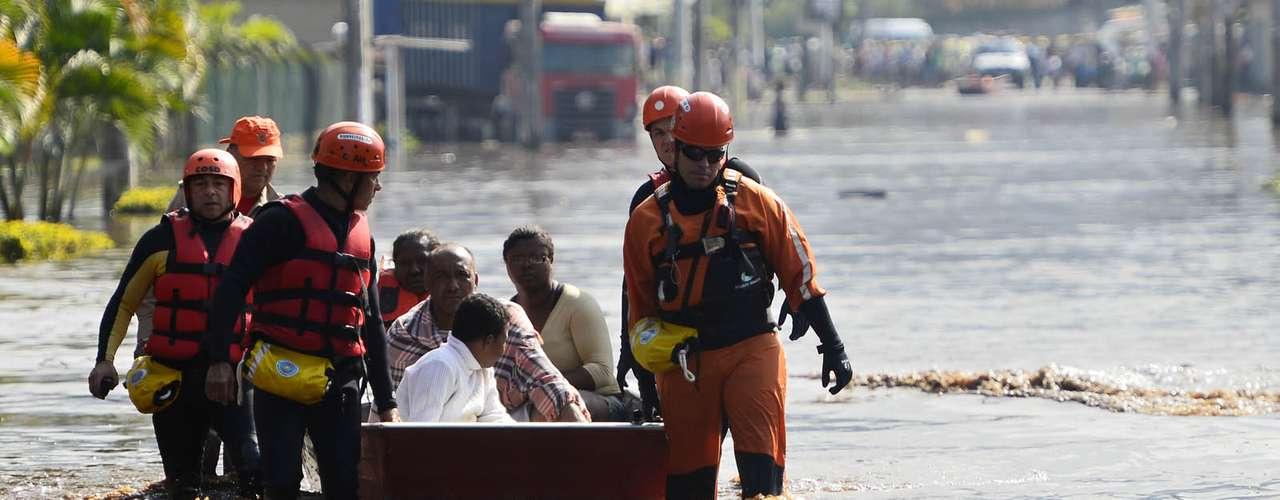 Nove foram encaminhadas para o Hospital Rocha Faria e seis atendidas e liberadas no local