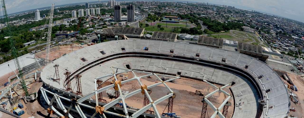30 de julho de 2013 - Arena da Amazônia chega a 70,9%, com evolução da montagem da estrutura da cobertura, inspirada em cesto de palha típico da cultura local. O acabamento de áreas como camarotes e banheiros também foi iniciado