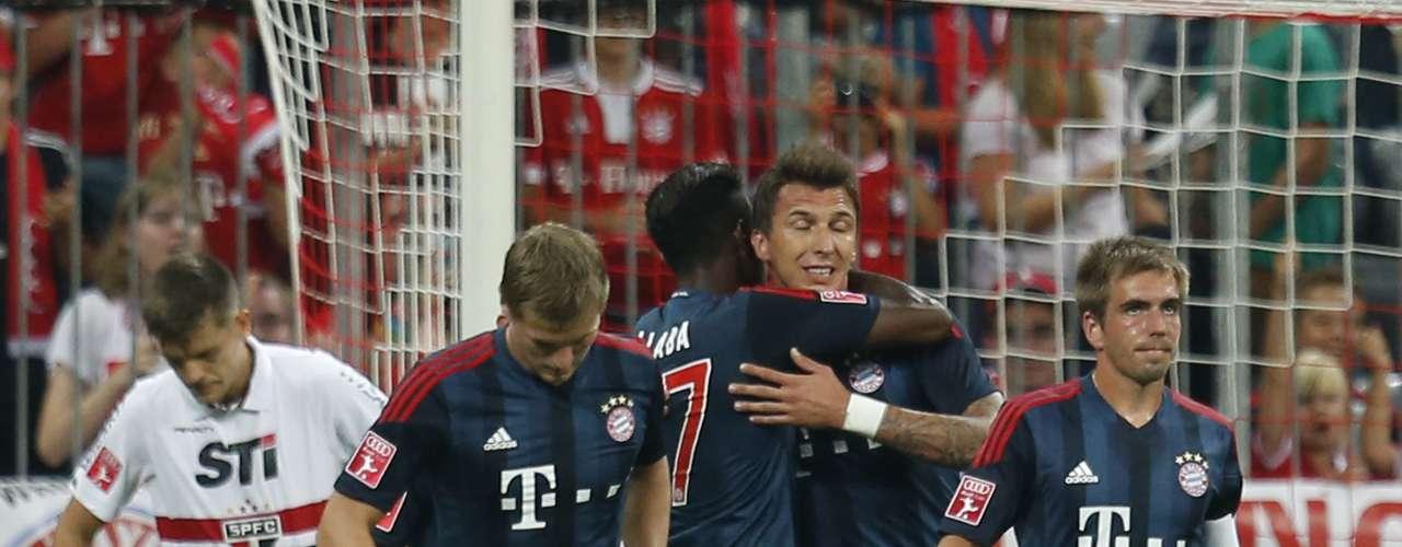 Bayern de Munique comemora gol de Mandzukic