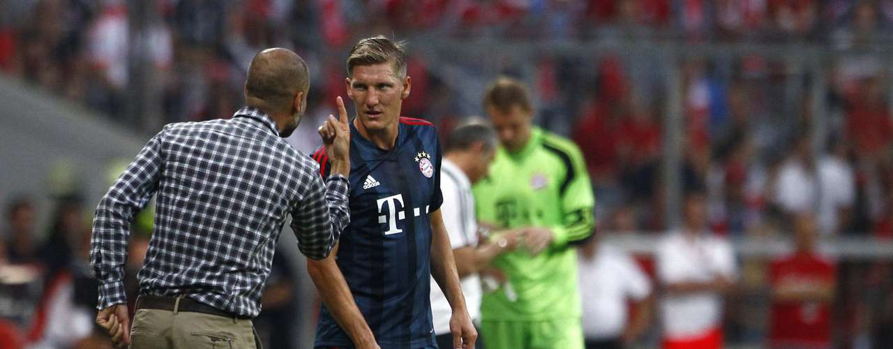 Schweinsteiger ouve instruções de Guardiola