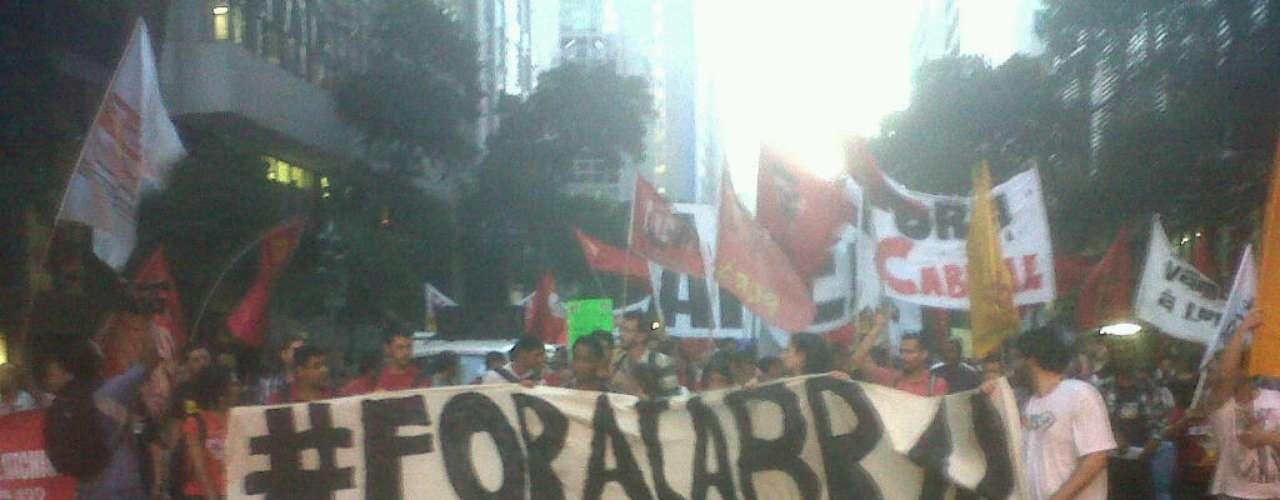 8 de agosto -O grupo é formado por diversas frentes, como movimentos estudantis, partidos, sindicato de professores e também manifestantes contra a privatização do estádio do Maracanã.