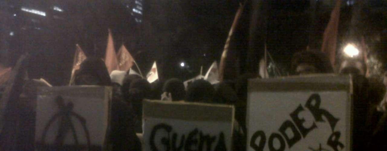 8 de agosto -  Integrantes do grupo Black Bloc também participam do protesto, que seguiu até a Câmara de Vereadores