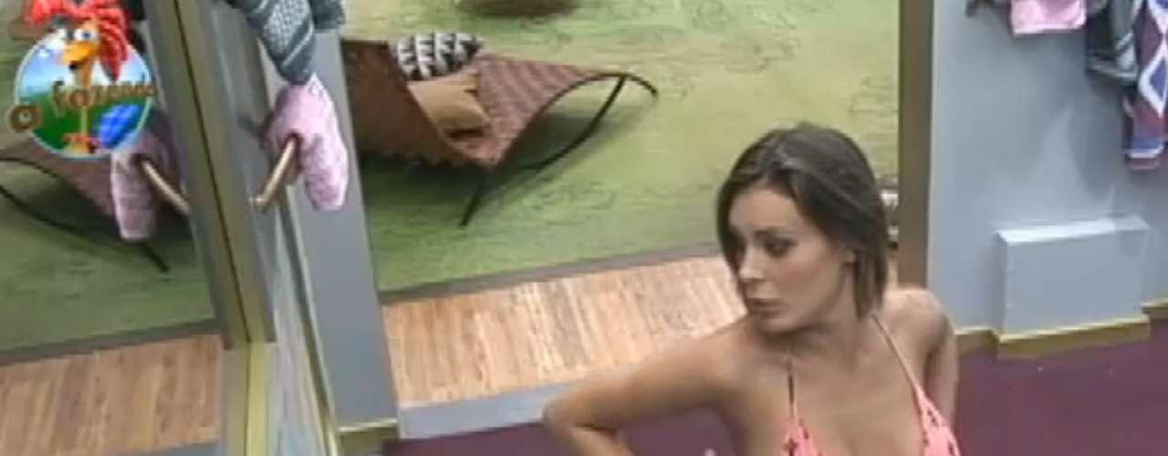 Andressa Urach tomou banho durante a madrugada