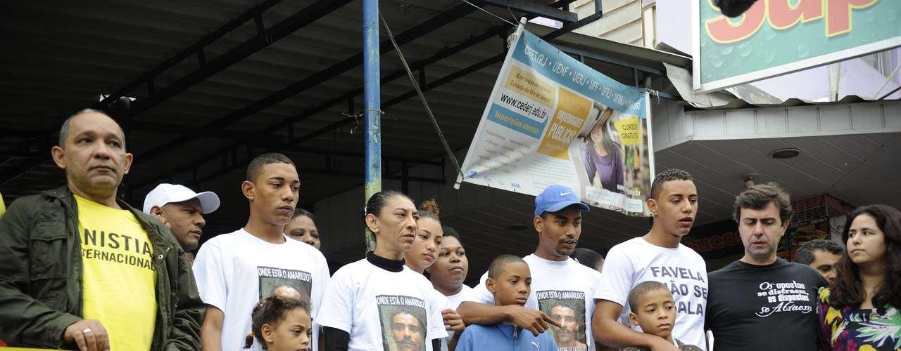 11 de agosto - Família do ajudante de pedreiro Amarildo de Souza participa de protesto organizado por ONGs na Rocinha