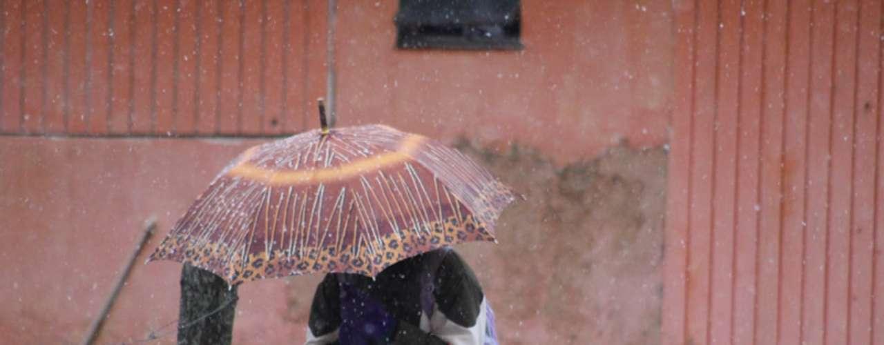 14 de agosto - São Joaquim, na serra catarinense, registrou neve nesta quarta-feira