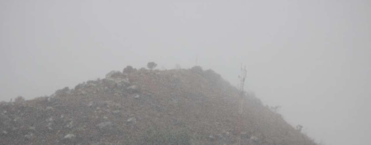 14 de agosto - Combinação da alta umidade com a baixa temperatura fez nevar em São Joaquim (SC)