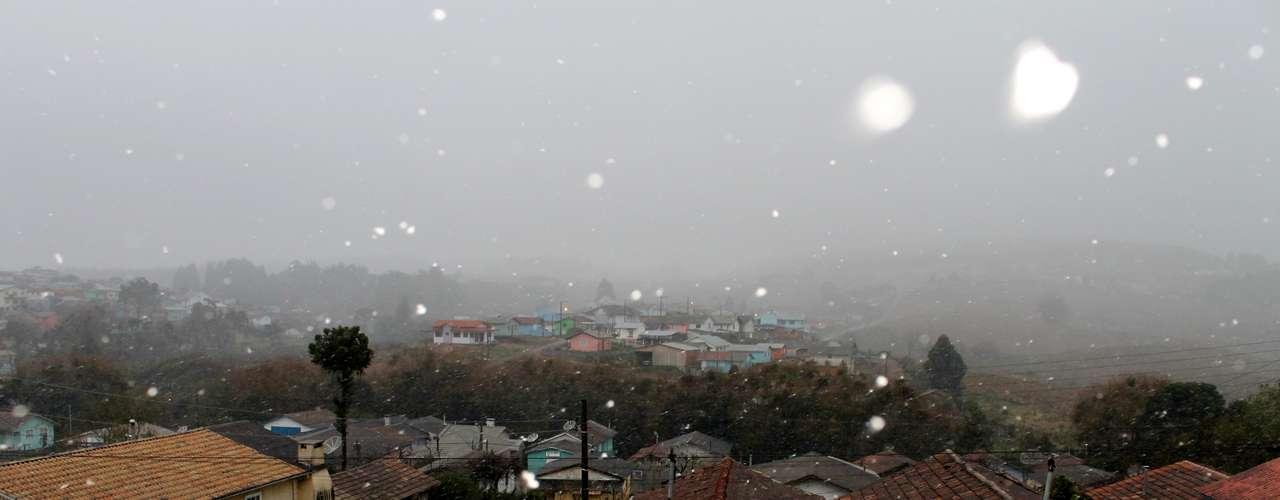 14 de agosto - São Joaquim registrou temperaturas próximas a 0ºC e neve no amanhecer