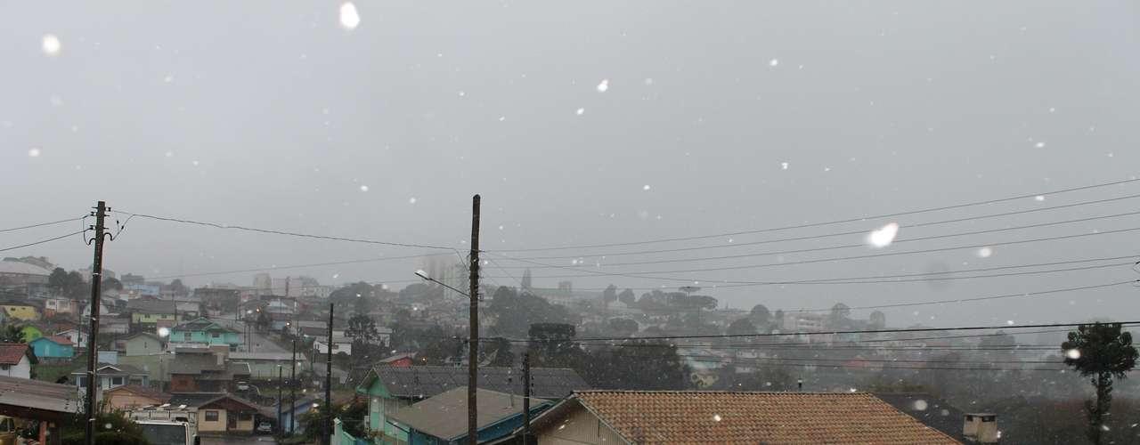 14 de agosto - Amanhecer foi gelado e com neve em São Joaquimnesta quarta-feira