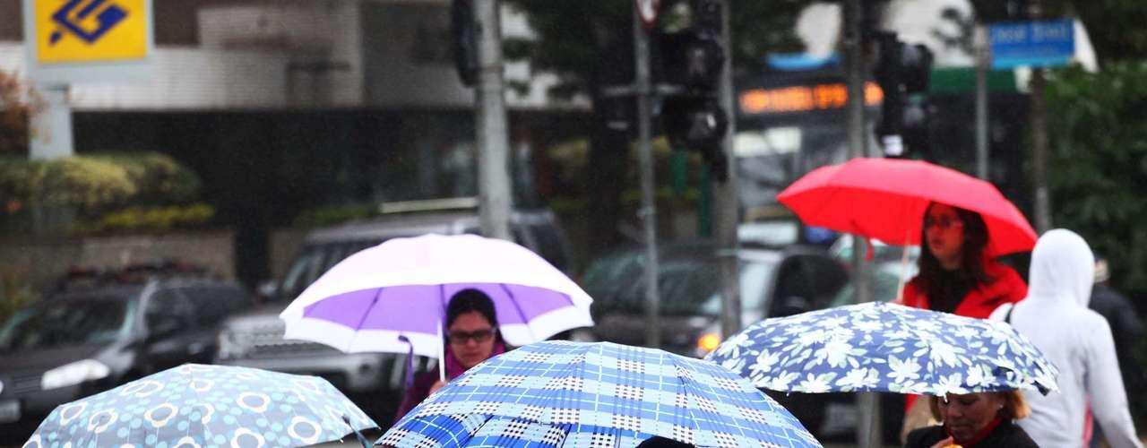 15 de agosto - Quem circulou no bairro do Campo Belo, zona sul deSão Paulo, encarou a chuva e o frio