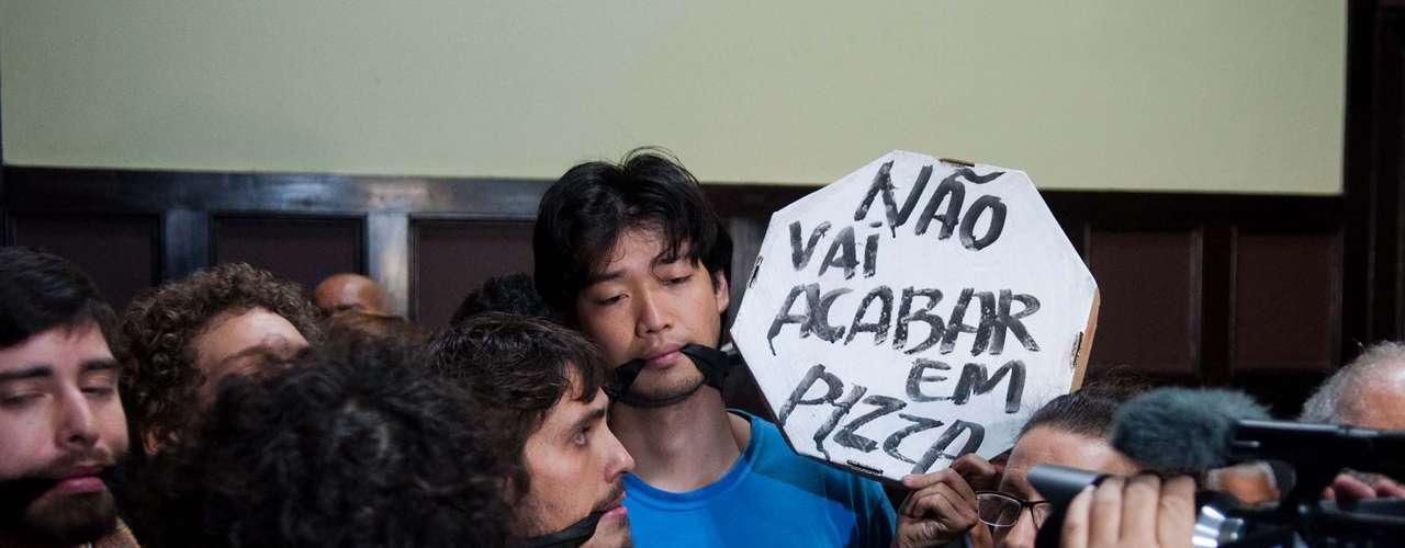 15 de agosto - Jovens que ocupam a Câmara Municipal ficam \