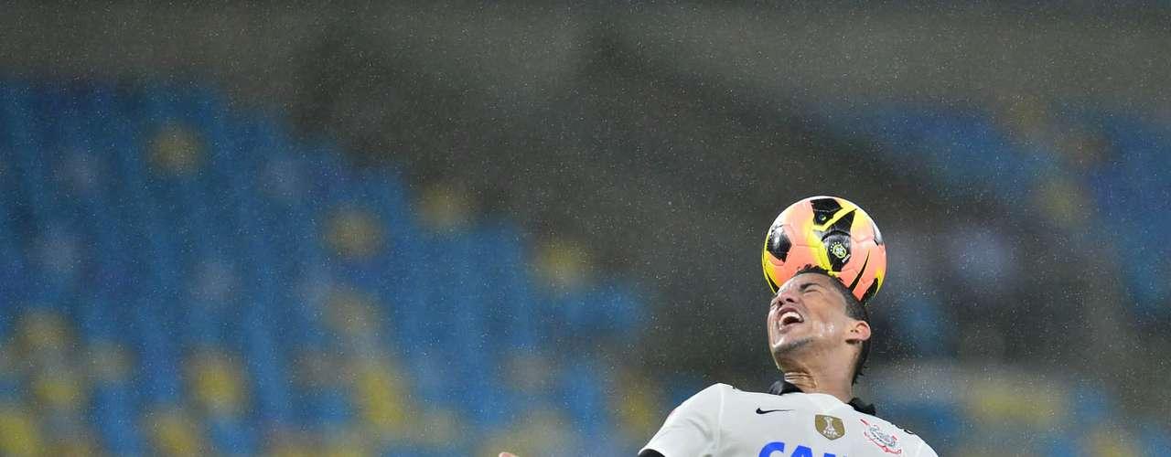 Ralf (Corinthians) no Napoli? Esperando a resposta de duas ofertas feitas a outros jogadores para a posição, a Napoli pode investir pesado em Ralf. O clube italiano tem 6 milhões (cerca de R$ 20 milhões) reservados para um reforço nesta posição e pode fazer a oferta  a qualquer momento ao Corinthians.
