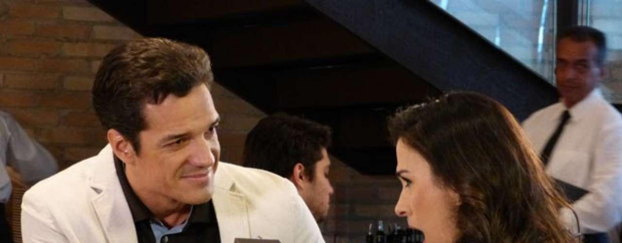 Ignácio surpreende Valdirene com pedido de casamento, em cena do dia 17 de agosto