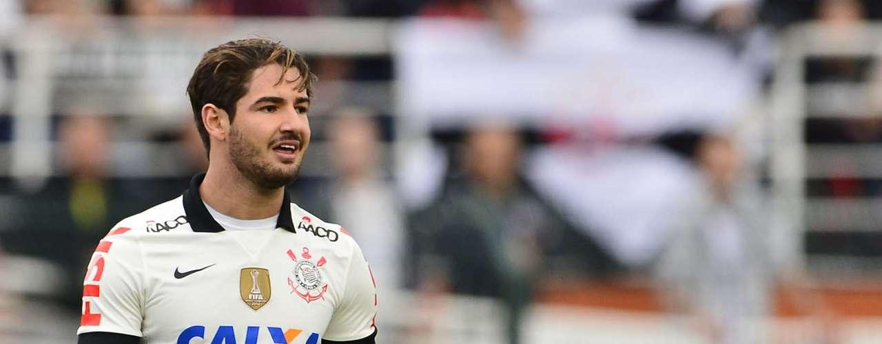 Alexandre Pato deixou Paolo Guerrero no banco de reservas, mas no segundo tempo a torcida pediu a entrada do peruano