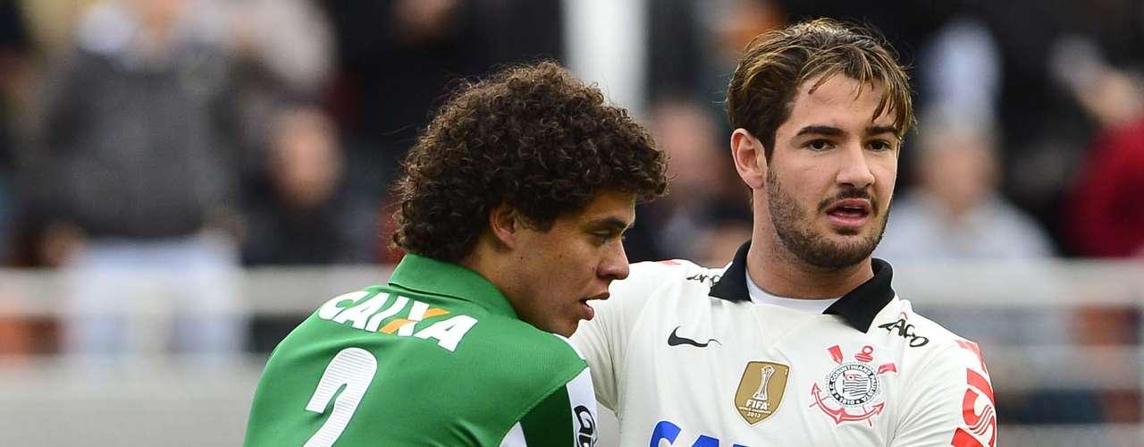 Alexandre Pato também sofreu com os defensores do Coritiba