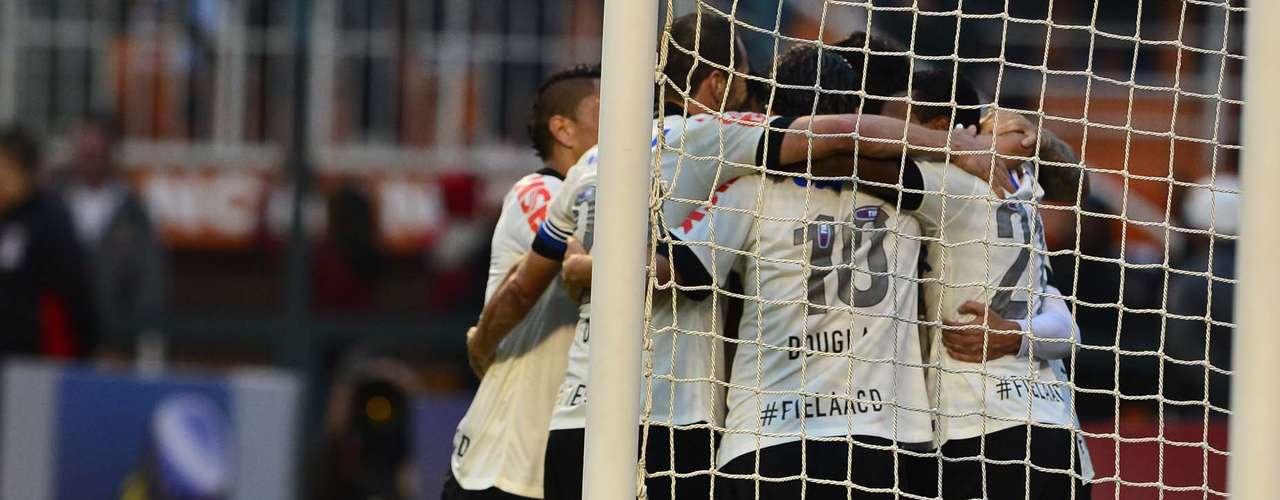 Como não poderia deixar de ser,Corinthians ignorou polêmica e comemorou com sua torcida a importante vitória