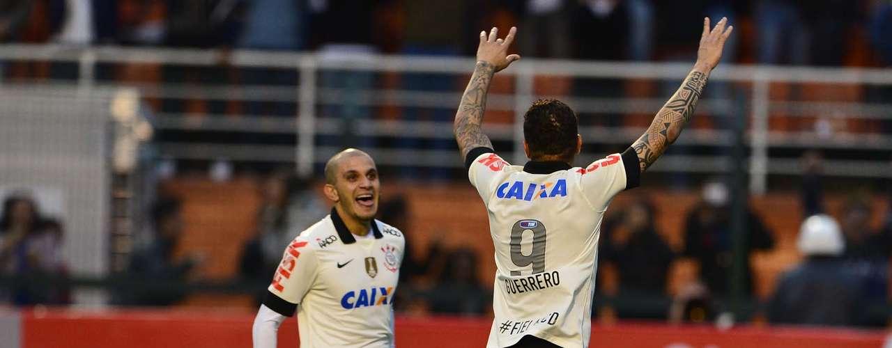 Diante do Coritiba, Paolo Guerrero decidiu o jogo para o Corinthians, mas de forma polêmica: ele cobrou um pênalti marcado de forma polêmica pelo juiz, após disputa entre Danilo e Luccas Claro. Com isso, o resultado de 1 a 0 colocou o time paulista no G-4 do Campeonato Brasileiro